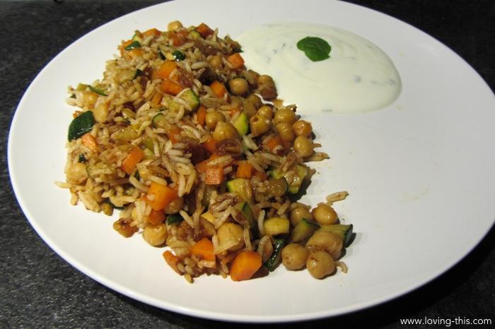 Orientalische Reispfanne mit Zitronenminzjoghurt_